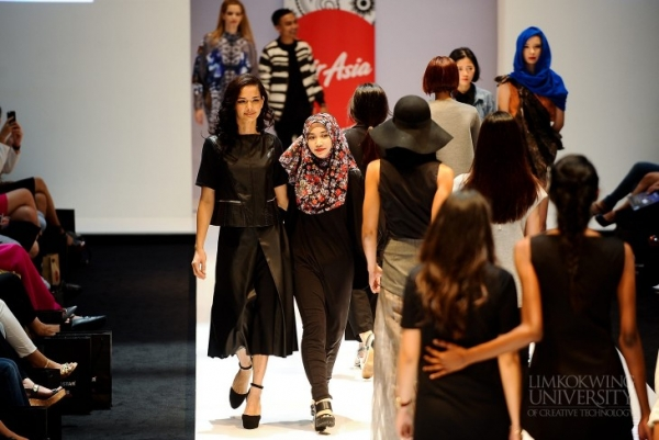 Fashion Week Volunteer Duties